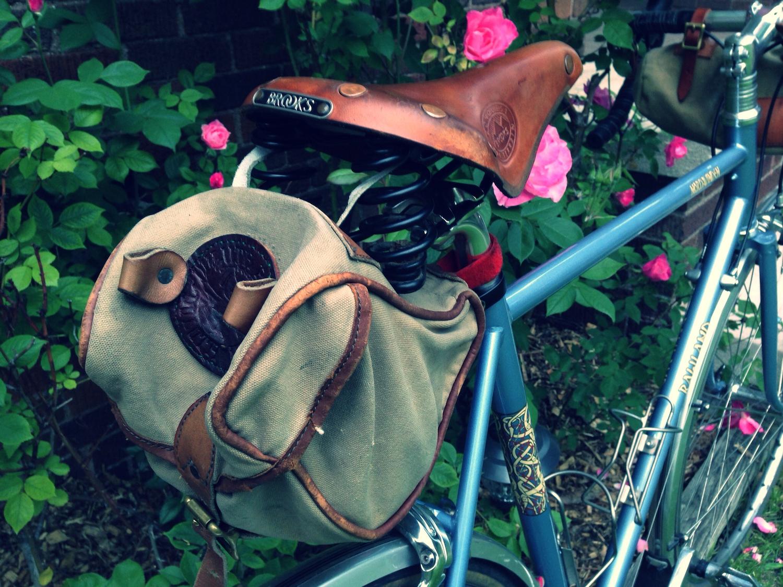 rower ze starym siodełkiem Brooks